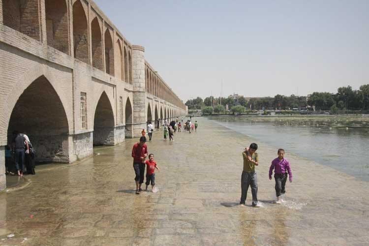 زاینده رود کشاورزی اصفهان را زنده می کند