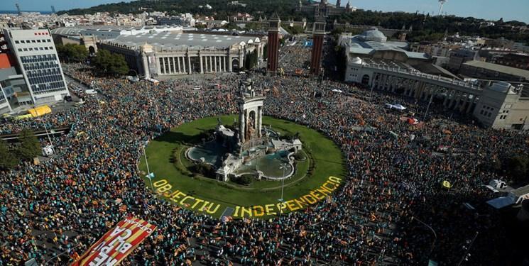 عکس، حامیان استقلال کاتالونیا باز هم خیابان های بارسلون را قرق کردند