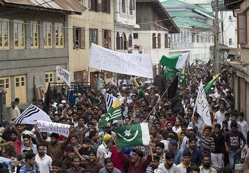 برگزاری جشن توسط مردم کشمیر پس از سخنرانی عمران خان در سازمان ملل