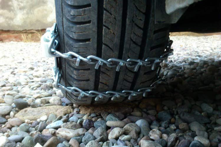 الزام استفاده از زنجیر چرخ در جاده چالوس