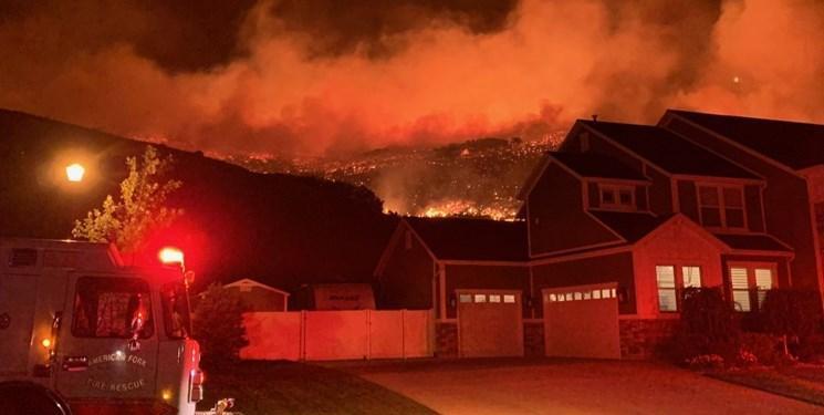 فیلم، در پی آتش سوزی گسترده در ایالت یوتا ده ها خانه تخلیه شدند