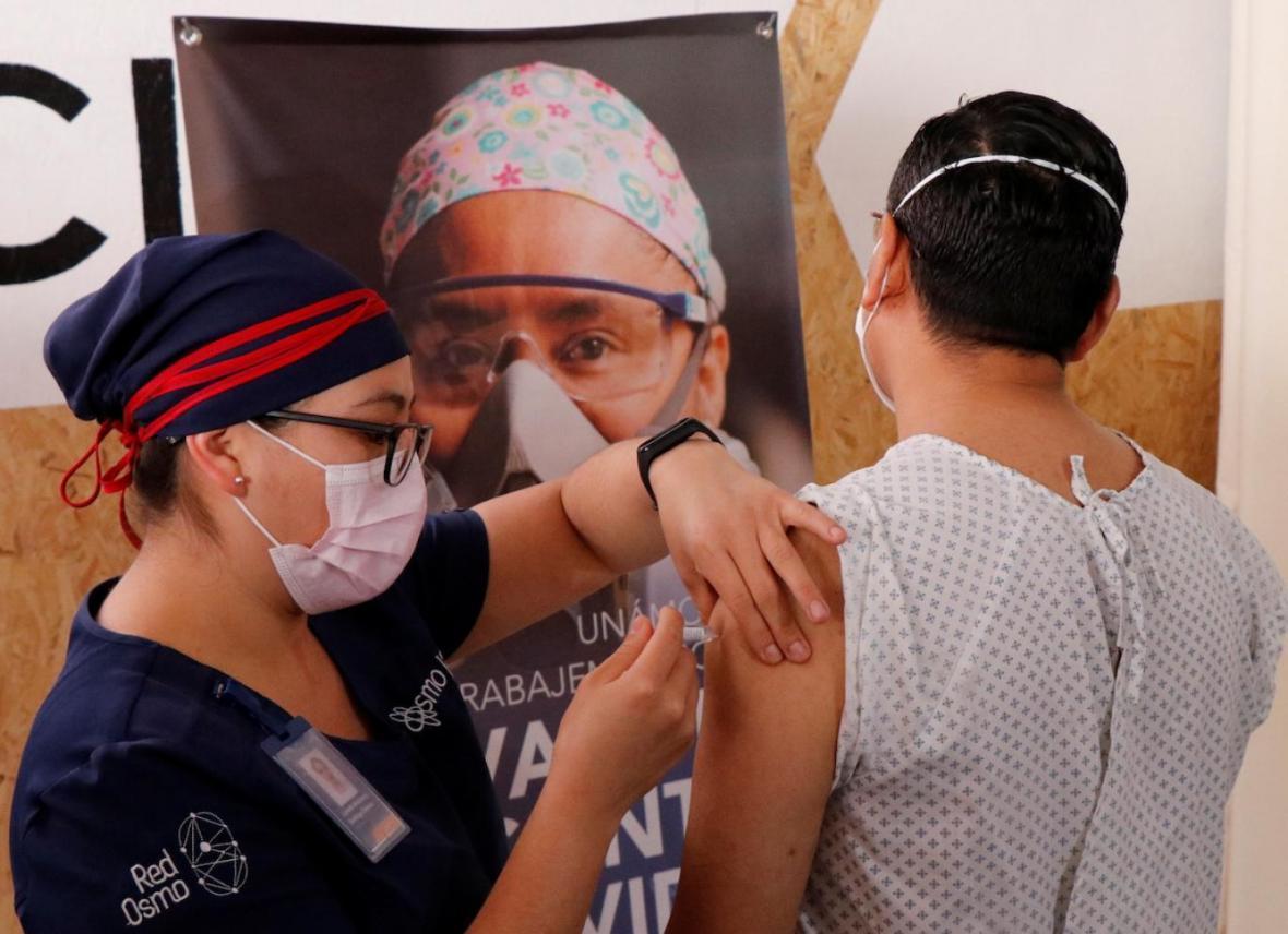 آزمایش بالینی واکسن کرونا چطور انجام می گردد؟