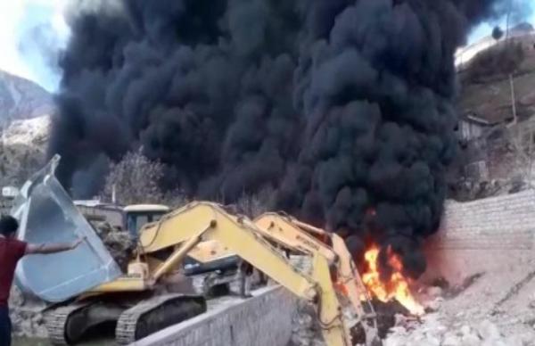 شکستگی و آتش سوزی خط لوله نفت در میانکوه شهرستان اردل