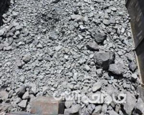25 تن سنگ آهن فاقد مجوز حمل در توقیف پلیس هرمزگان